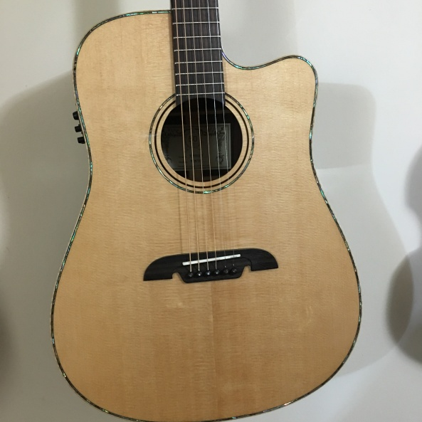 Alvarez Masterworks MDA70CE  body front photo